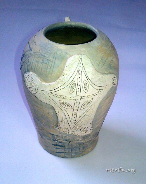 Неизпечена глинена ваза