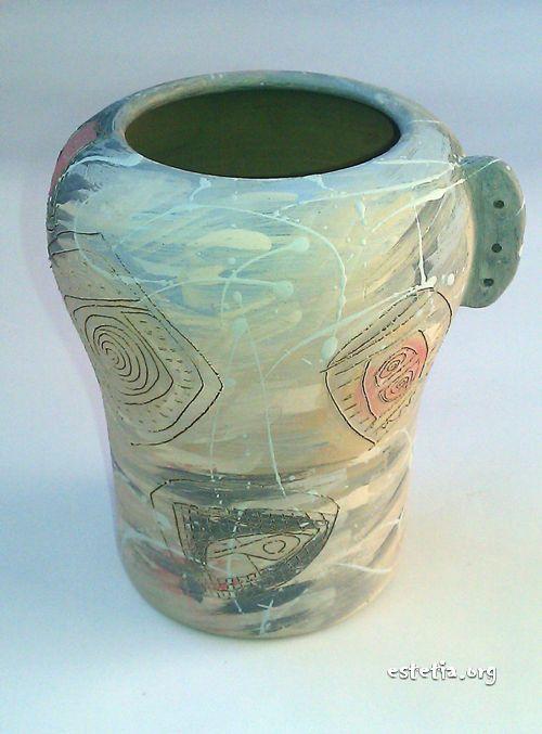 Неизпечена керамична ваза