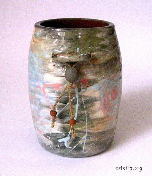 Керамична ваза с декорация